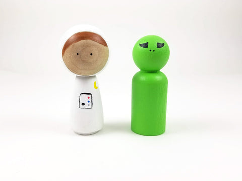 Astronaut and alien peg doll set