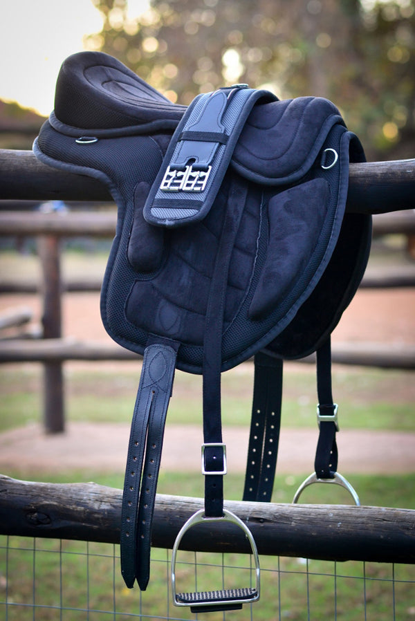 ST-SD/001 Black Synthetic Treeless Saddle