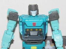 Load image into Gallery viewer, Transformers Generations Titans Return Deluxe Class Kup & Flintlock