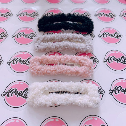 A POP LIFE  Fluffy Hair Clip