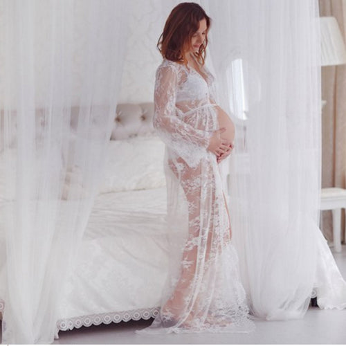 Pregnant Women Photographed In Lace Dresses