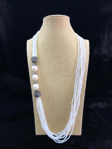 Splendid Side Pearl White Necklace