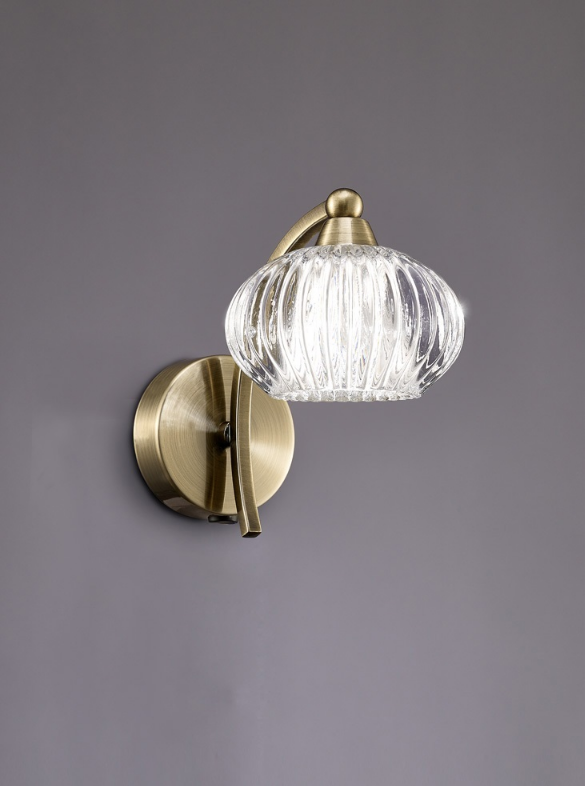 1 Light Wall Bracket In Antique Brass With Ribbed Glass Shade - ID 6355