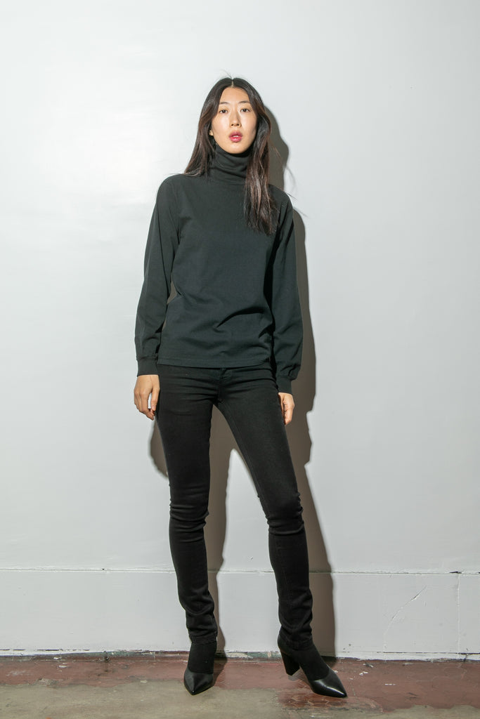 Load image into Gallery viewer, Hawthorne Turtleneck in Black by Oak