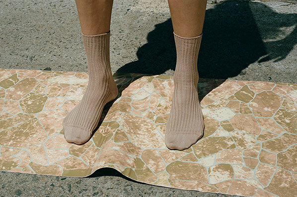 RIB ANKLE SOCKS, GRAVEL BEIGE