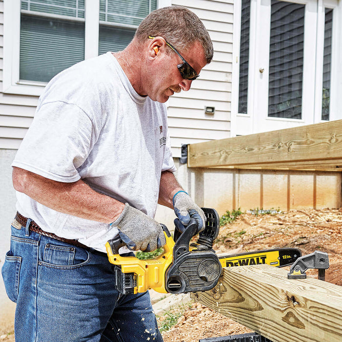 DeWALT DCCS620P1 20-Volt MAX 12-Inch 5Ah Cordless Lithium-Ion Chainsaw Kit