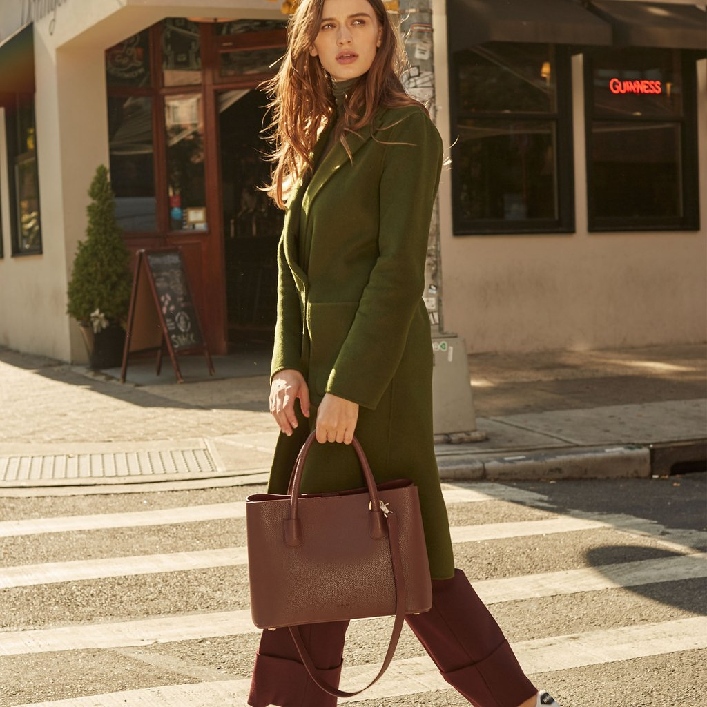 Angela Roi Vegan Cher Tote in Bordeaux, on model