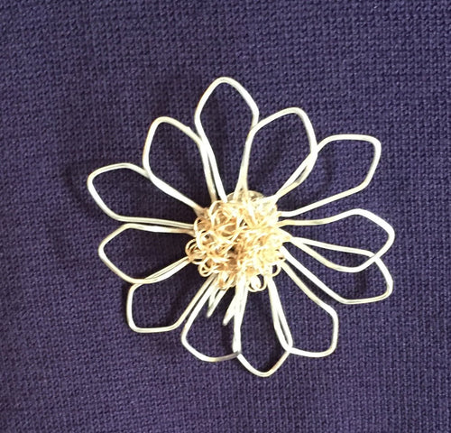 Magnetic Daisy Pin