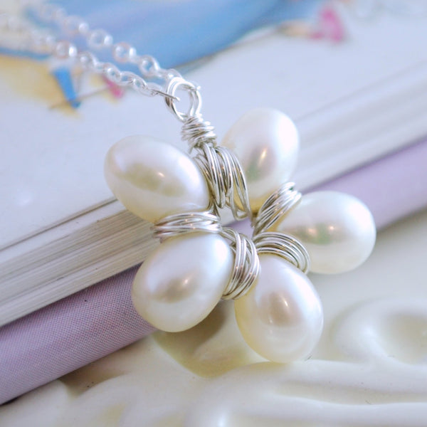 White Pearl Flower Pendant Necklace