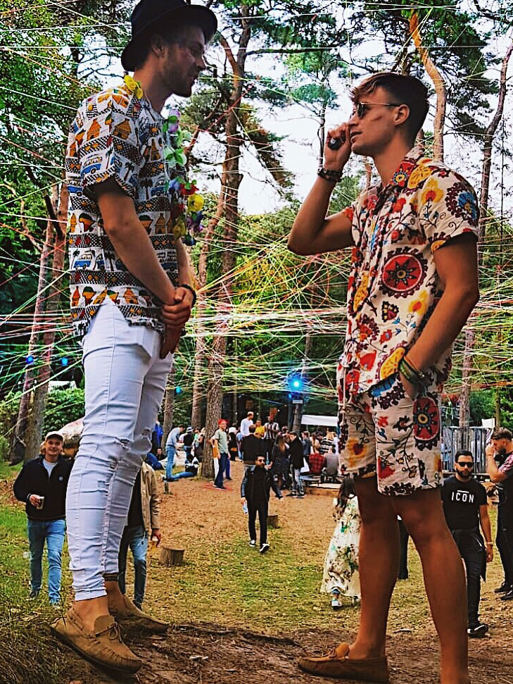 Tropical Africa: Festival outfit men