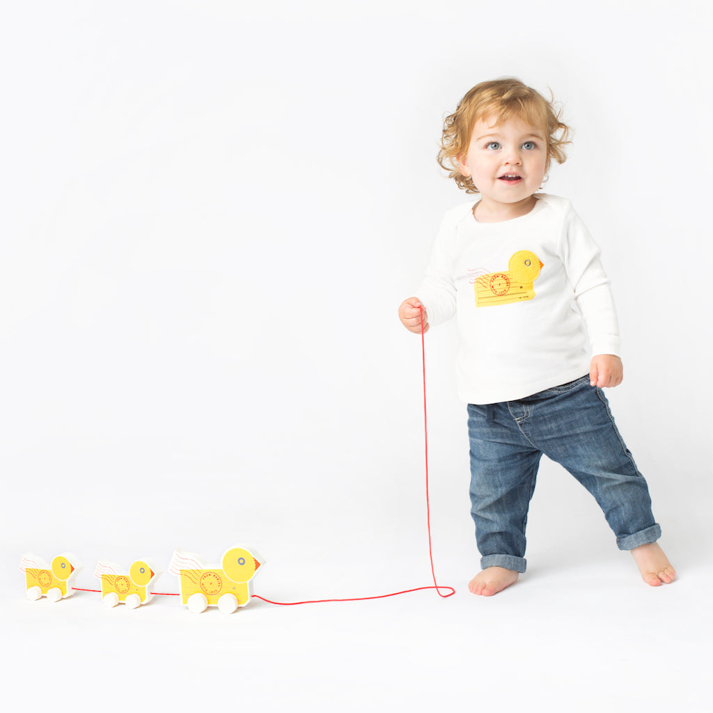 Duck organic t-shirt and wooden pull along toy gift set. With Complementary Greetings Card and Drawstring Gift Bag.