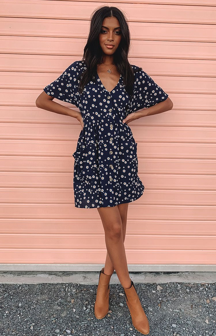 https://files.beginningboutique.com.au/Kiana+Dress+Navy+Flora.mp4