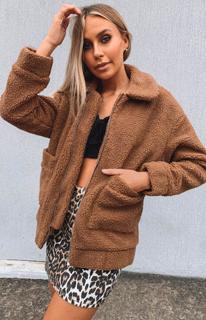 https://files.beginningboutique.com.au/Diamond+Heart+Teddy+Jacket+Camel.mp4