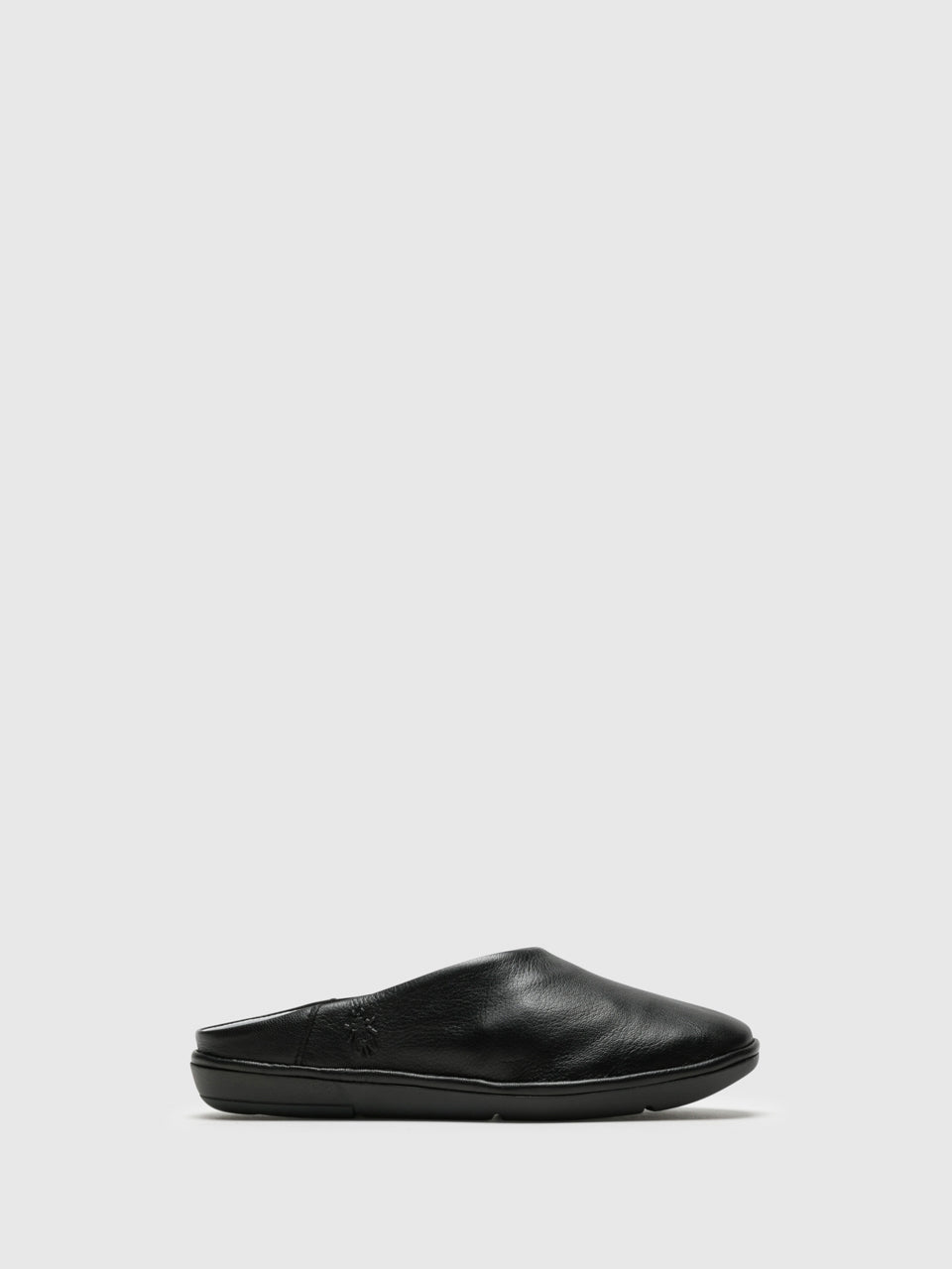 Fly London Mules con Puntera Redonda en color Negro