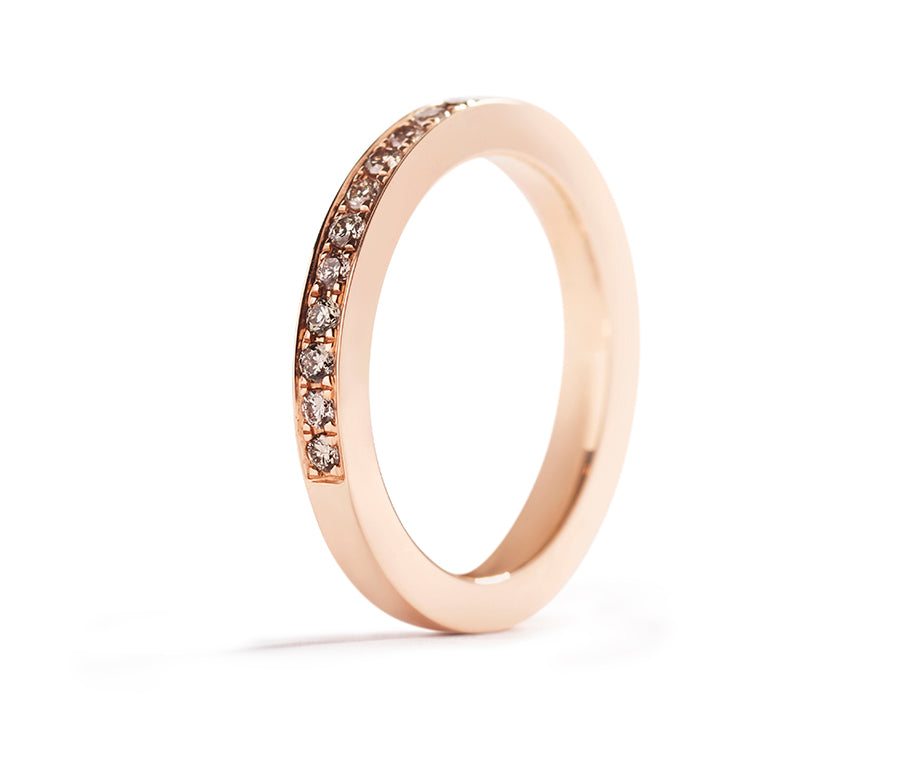 Alliancering med 0,32 ct. Argyle Champagne diamanter