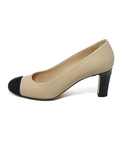 Chanel neutral tan black leather suede heels 1