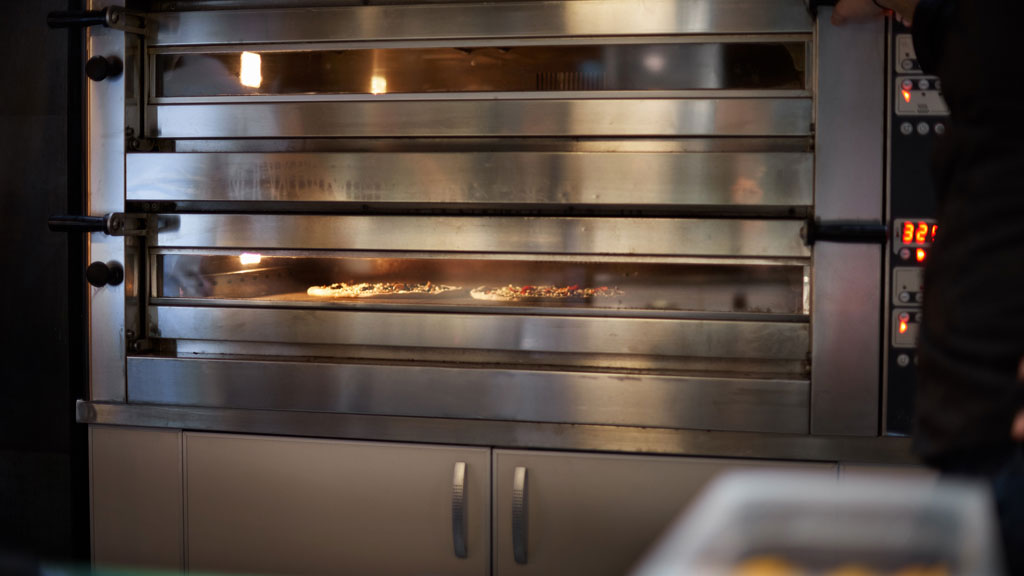 STEEL PIZZA DECK OVEN WITH PIZZA