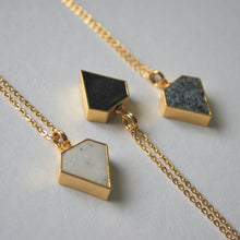 Load image into Gallery viewer, Halsband Diamant marmor/guld med kedja