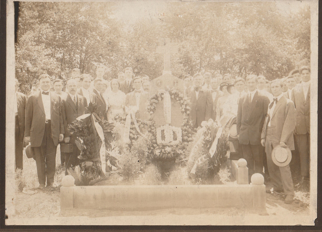 Chicago Garment Workers Strike 1910 Memorial Grave Cabinet Photo Close Up