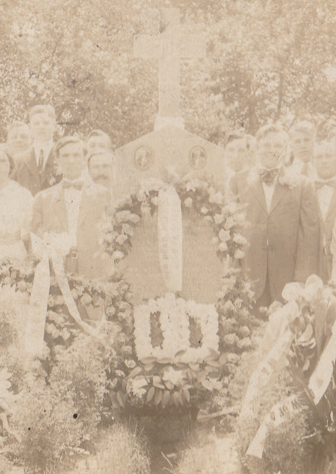Chicago Garment Workers Strike 1910 Memorial Grave Cabinet Photo Close Up 3