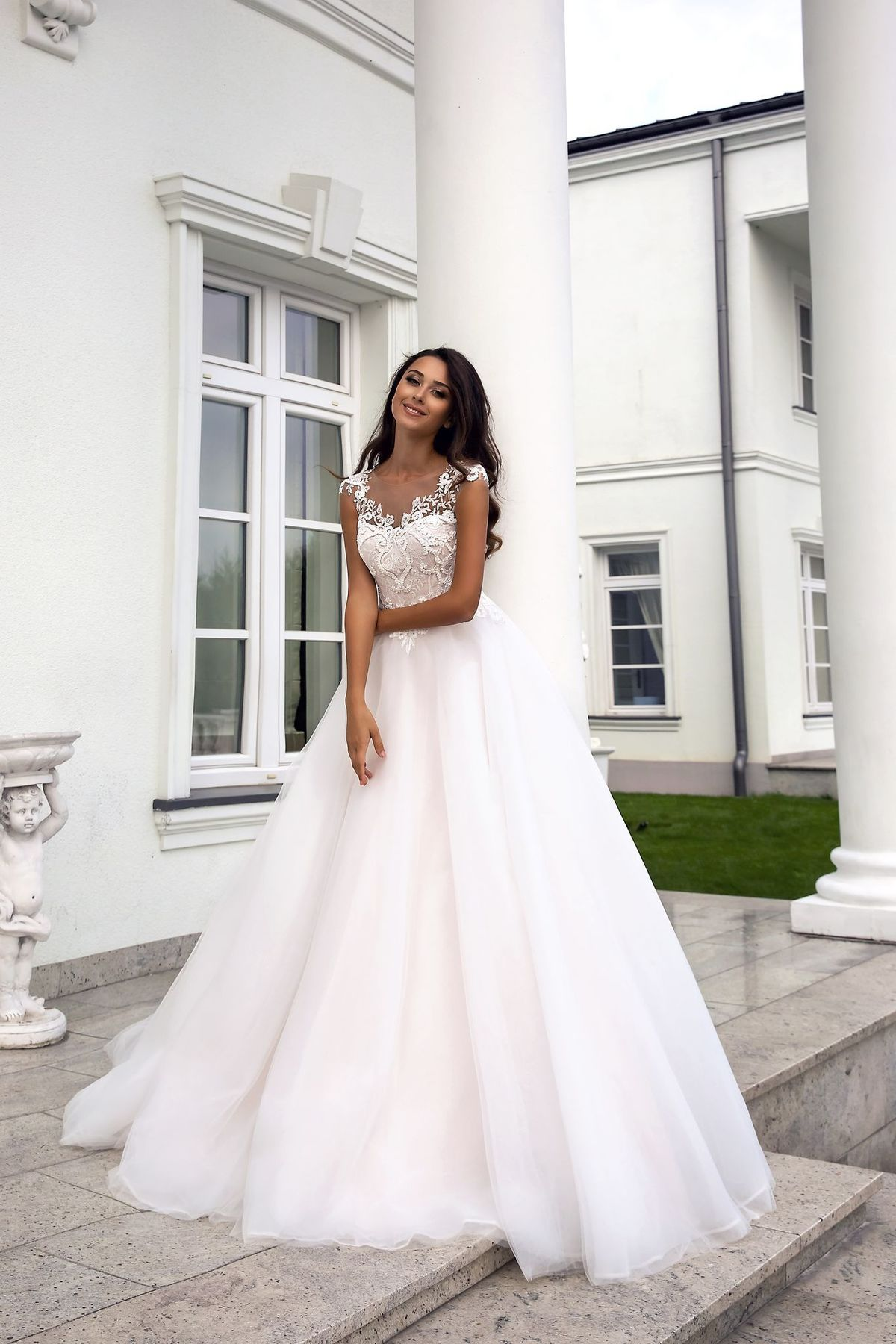Vivian's Bridal 2018 Lovely Pink Lining Wedding Dress Short Cap Sleeve Illusion Lace Button Applique Zipper A-line Bridal Dress