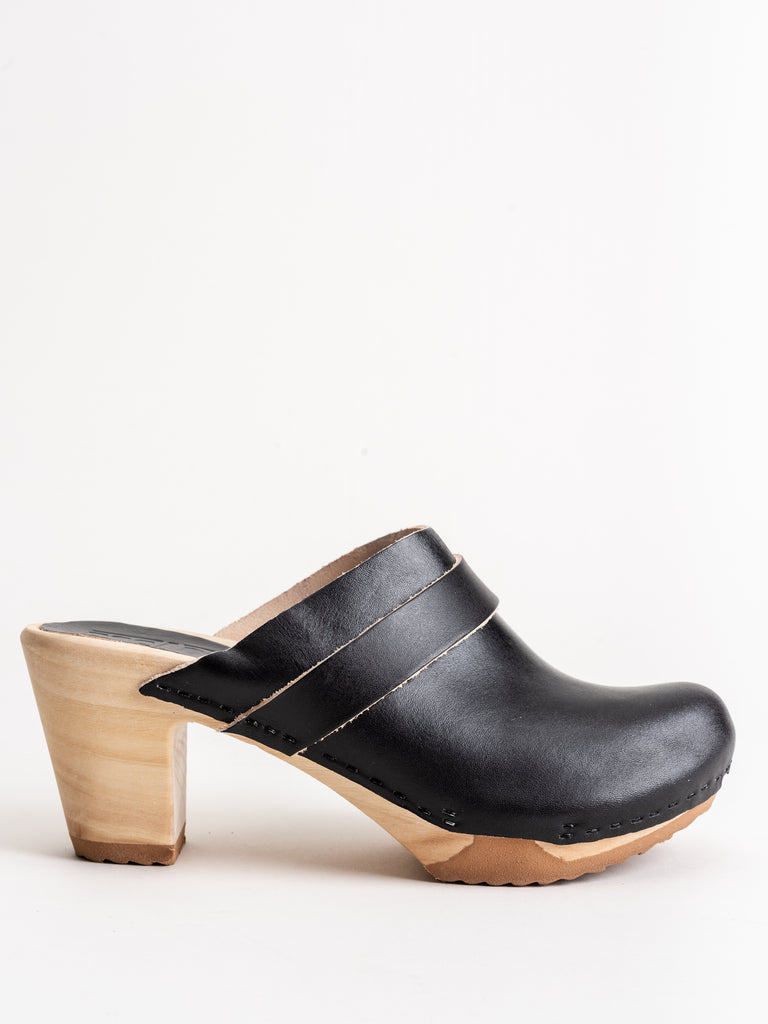 closed toe high clog - black