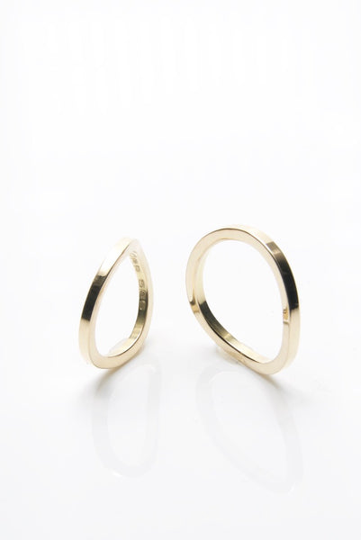 Sinuous Circle Engagement Rings