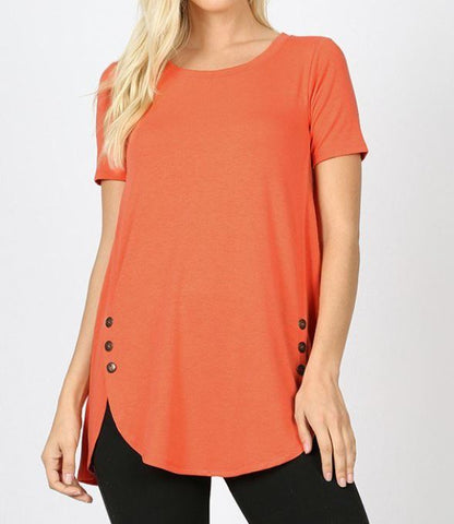 SHORT SLEEVE WITH SIDE BUTTONS DOLPHIN HEM TOP