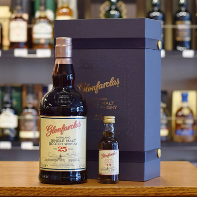 Glenfarclas 25 years old with 40 years old mini 43%