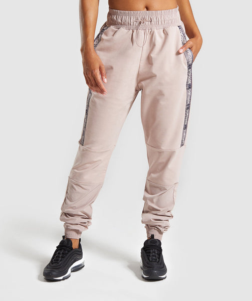 Gymshark Revival Joggers - Taupe 4