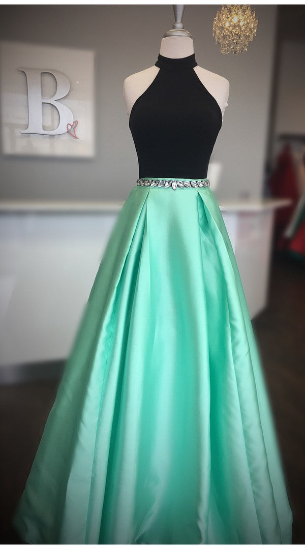 Fashion Halter Neckline Green Long Prom Dress - daisystyledress