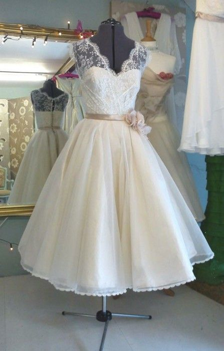 Informal Vintage Ball Gown Tea Length Wedding Dress - daisystyledress