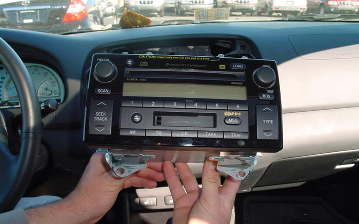 How to Remove and Install a 1999-2000 TOYOTA Camry Car Radio