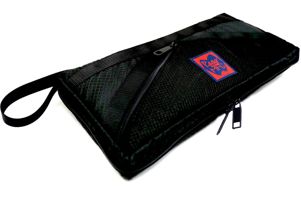 TRAVEL CASE: BLACK