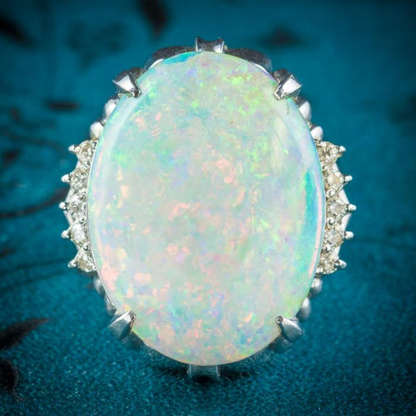 Prismatic Fire – The Incandescent Opal