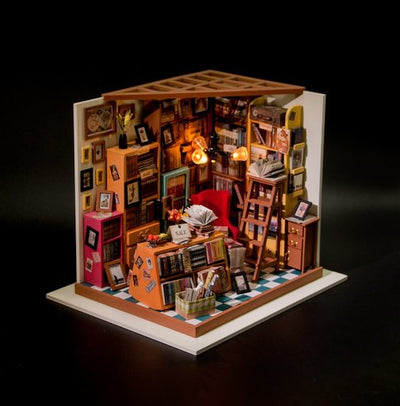 Dollhouse Kit- Sam's Study 102