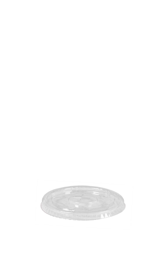 A clear, flat, 90mm lid that fits 12 to 20 ounce cold paper or plastic cups.