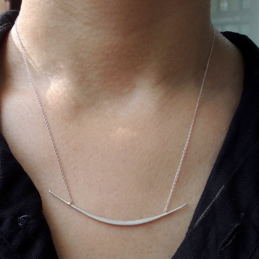 Single Curved Bar Necklace