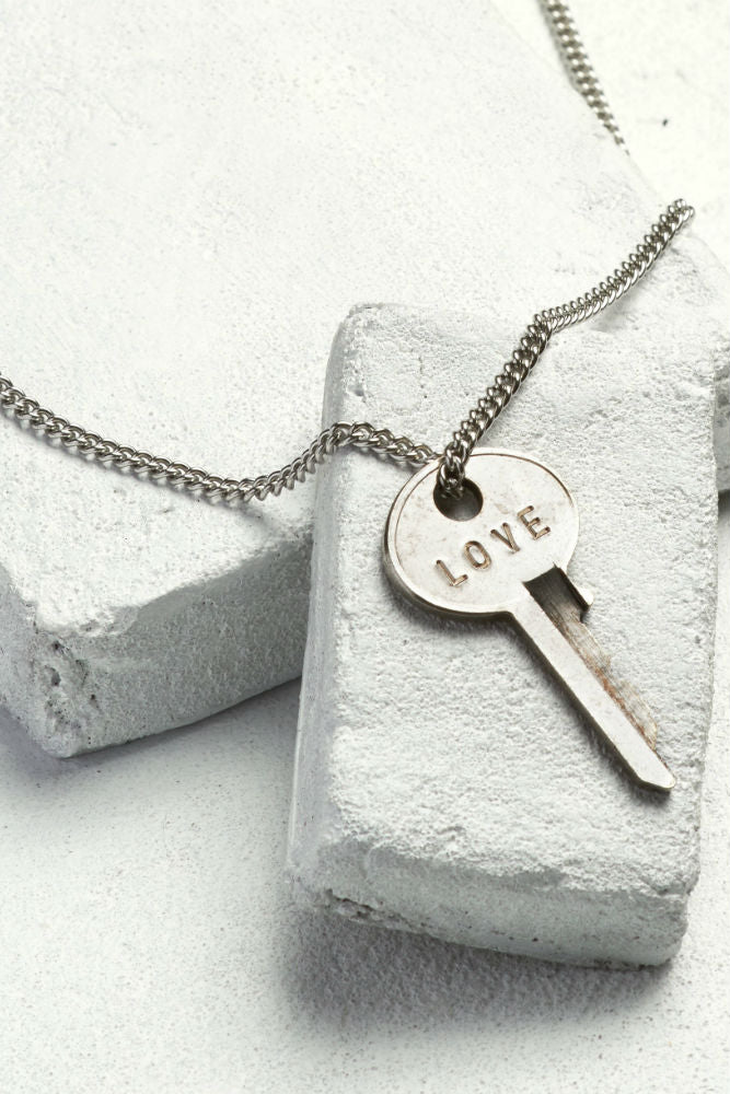 THE GIVING KEYS Classic Key Necklace Love SIlver