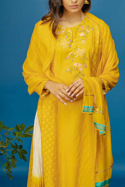 Embroidered Kurta With Dual Colour Crinkle Skirt & Dupatta. Yellow