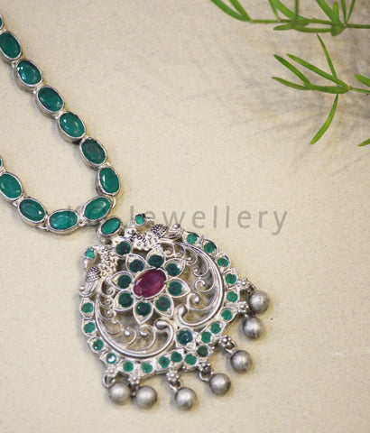 The Sachi Silver Peacock Kemp Necklace(Oxidised/Green)