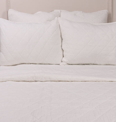 White Double Diamond Quilt - DaOneHomes