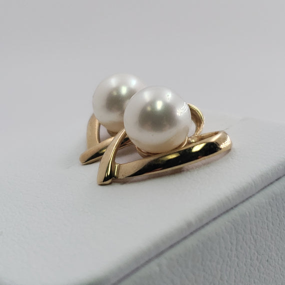 14kt Yellow Gold Heart Shaped Earrings with a Center Pearl