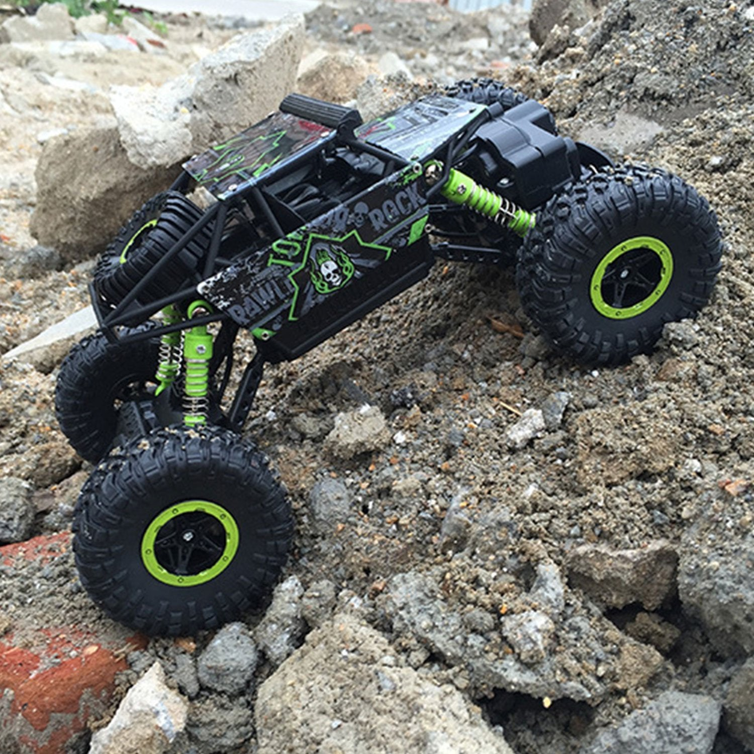 4 WHEEL DRIVE 2.4 GHz RADIO CONTROL 1/18 RC CAR
