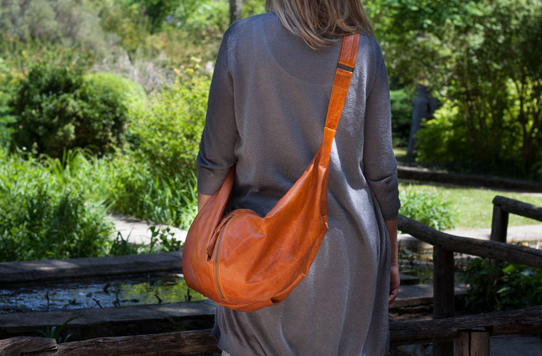 The crossbody Kallia in brown leather by milloo