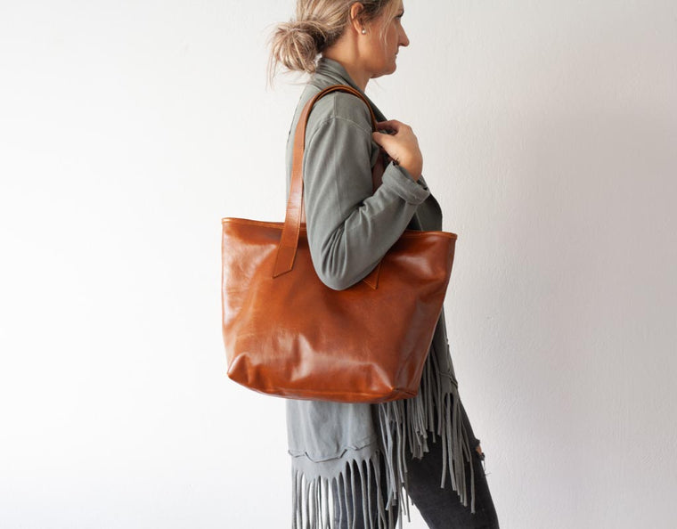 The Calisto lined tote bag in brown leather by milloo