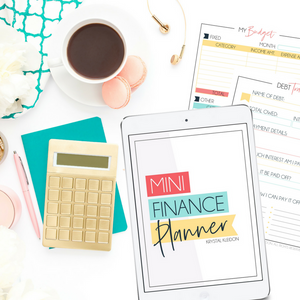 Take control of your finances with this FREE Mini Finance Planner. Including budgeting sheets and everything you can think of to keep your personal finances in order. #budgeting #budgetingplanner #budgetplanner #budgetingprinable #printable