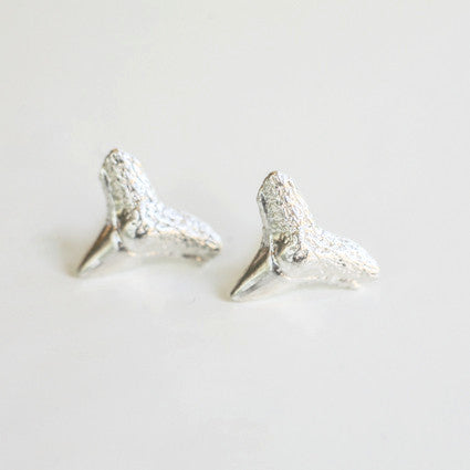 LARGE SHARK TOOTH STUDS {silver}