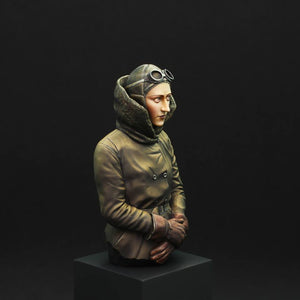 Aviator, Amy Johnson 1:10