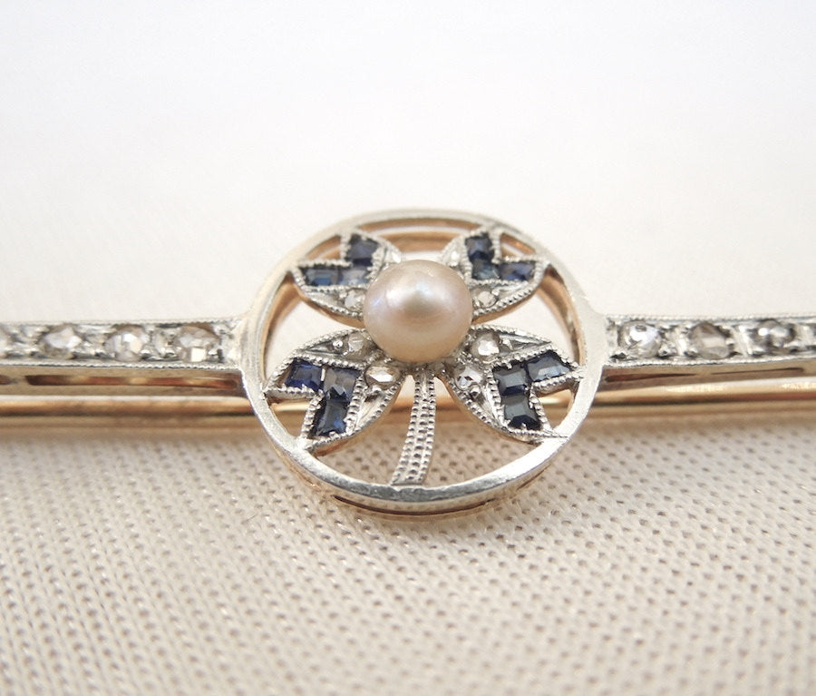 Edwardian Diamond, Pearl, and Sapphire Clover Pin made of Platinum and Yellow Gold